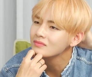 bts, taehyung, and meme image