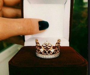 crown, jewellery, and Queen image