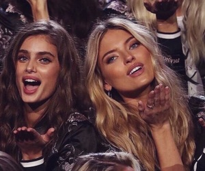 models, martha hunt, and taylor hill image