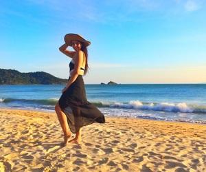 beach, chapeu, and girl image