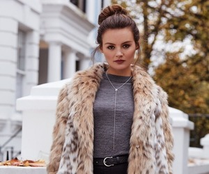 brunette, fashion, and youtube image