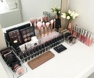 makeup, girls, and rooms image