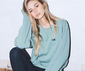 scarlett leithold, brandy melville, and model image