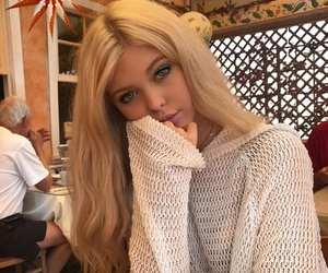 loren gray and girl image