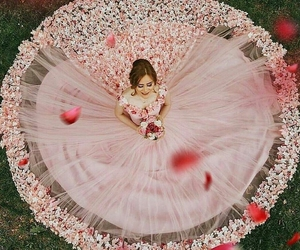 beautiful dress, gorgeous gown, and elegant image