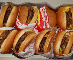 food, jummy, and hamburger image