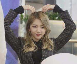 girl, korean, and jiwoo image