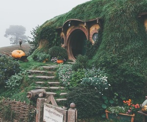 hobbit, travel, and LOTR image