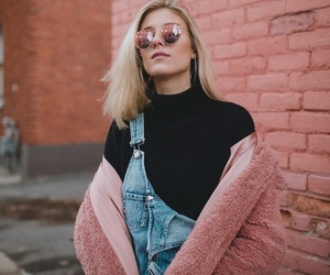 blondie, pink wall, and rayban image