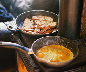 breakfast and eggs image