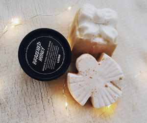 christmas, luch, and bathbomb image
