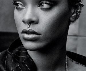 belle, rihanna, and photos noir et blanc image