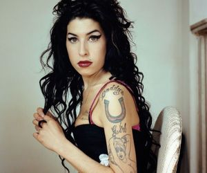 Amy Winehouse, hair, and amy image