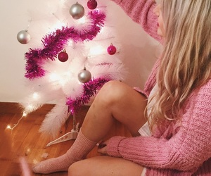 blonde hair, christmas, and pink bedroom image