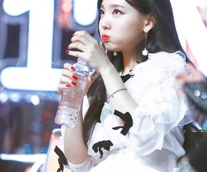 kpop, nayeon, and fansign image