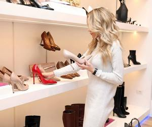 scrappy heels, worker productivity, and display showcase image