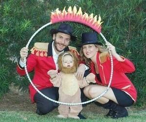 circo, papa, and disfraces image