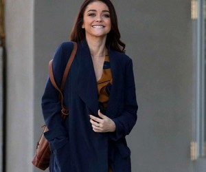 sarah hyland and modern family image