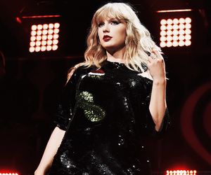 Taylor Swift, Reputation, and dark image