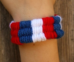straw weaving, straws get removed, and straw weaving bracelet image