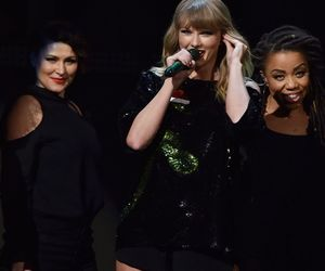 Taylor Swift, hq, and z100 jingle ball image