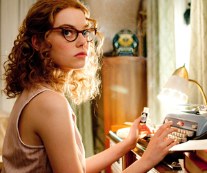 emma stone, the help, and movie image