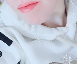 headphone, lips, and pale image