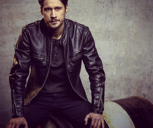 actor, peter gadiot, and queen of south image