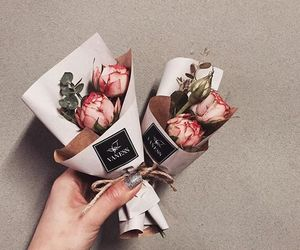 bouquet, mini, and roses image