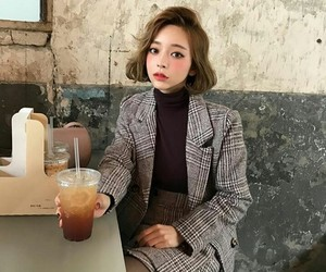 fashion, girl, and chuu image