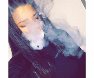smoke, girl, and بُنَاتّ image