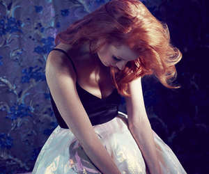 floral skirt, jessica chastain, and jessica chastain skirt image