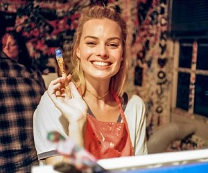 smile and margotrobbie image