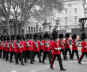 black and white, britain, and Buckingham palace image