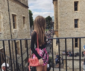 blond girl, fall style, and london image