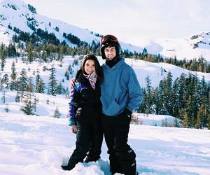 couple, romance, and Skiing image