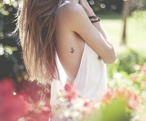 chicas, tatuajes, and anclas image