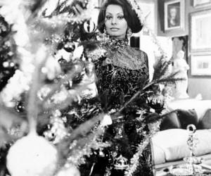 blanco y negro, cine, and holiday image