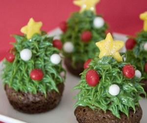 christmas, cupcake, and decorating image