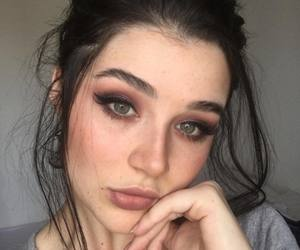 eyebrows, fashion, and baddie image