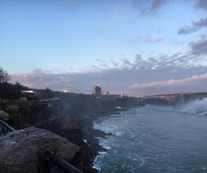canada and niagara falls image