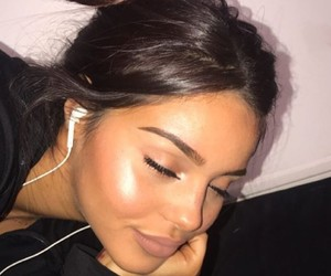 girls, highlighter, and make up image