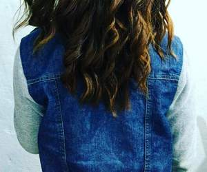 cabelo, jaqueta, and jeans image