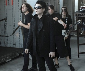 gerard way, my chemical romance, and frank iero image
