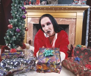 Marilyn Manson, christmas, and gift image