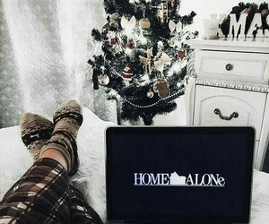 christmas, home alone, and cozy image