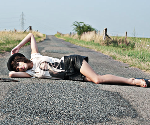 fashion, road, and girl image