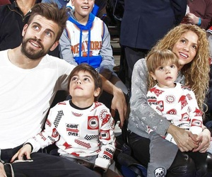 shakira, pique, and gerardpique image