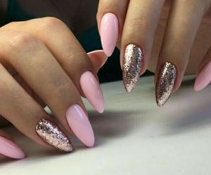 hybrid and manicure image