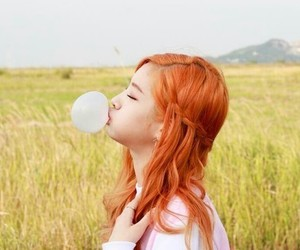 bubble gum, hairstyle, and twice image